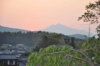 境内より望む筑波山